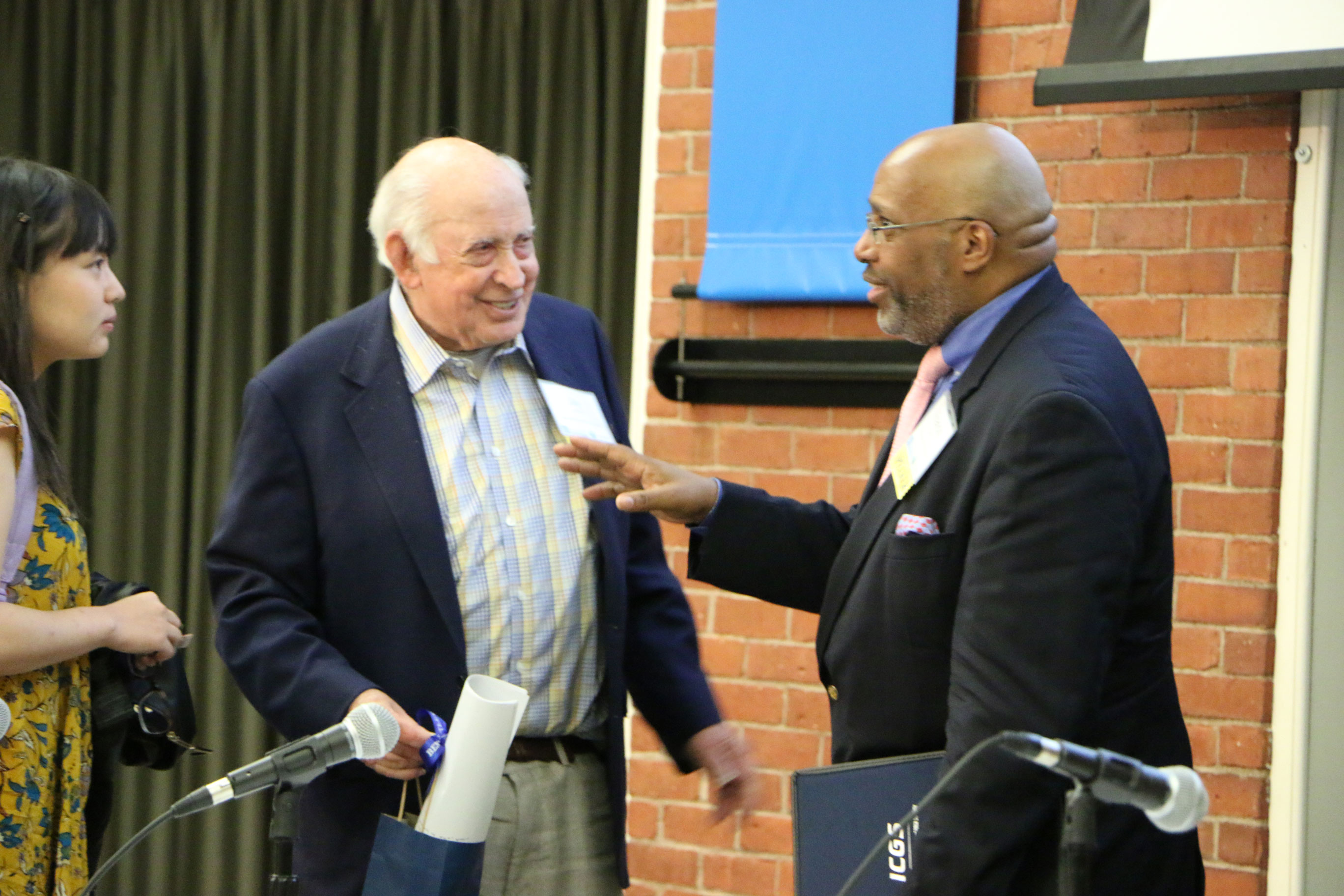 Panelists Jay Lorsch and Francis Byrd get acquainted